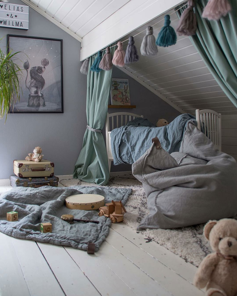 garland for kids bed