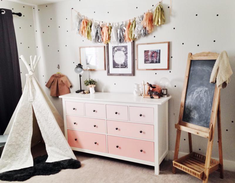 girlsroom with chalkboard