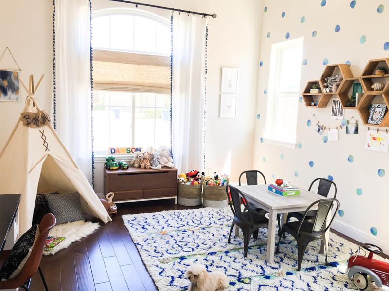 Dawson\'s playroom corner with a teepee - by Kids Interiors