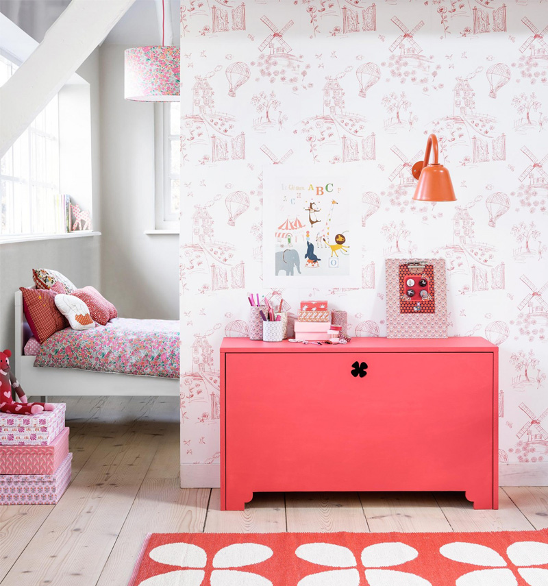 girls room with red