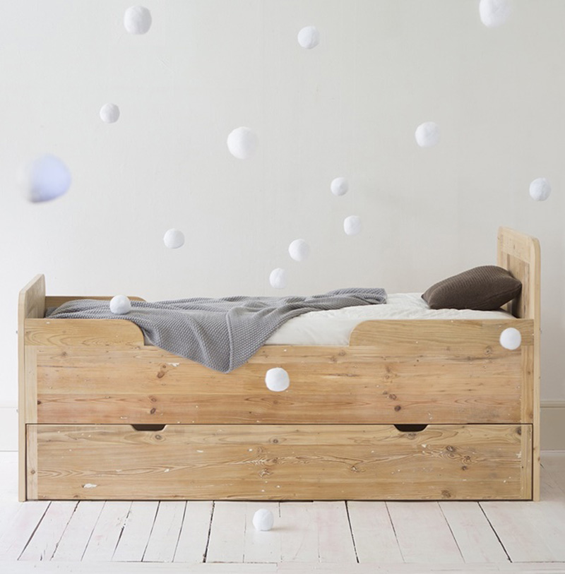 natural wooden kidsbed