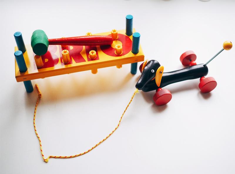 daschund pull along toy