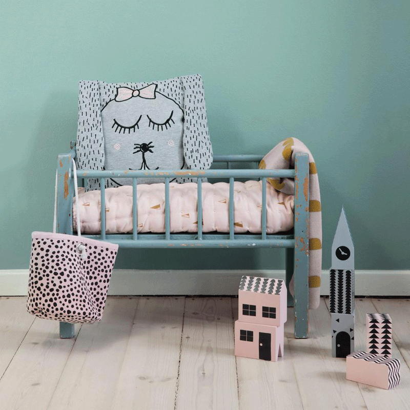 turquoise wall kids room