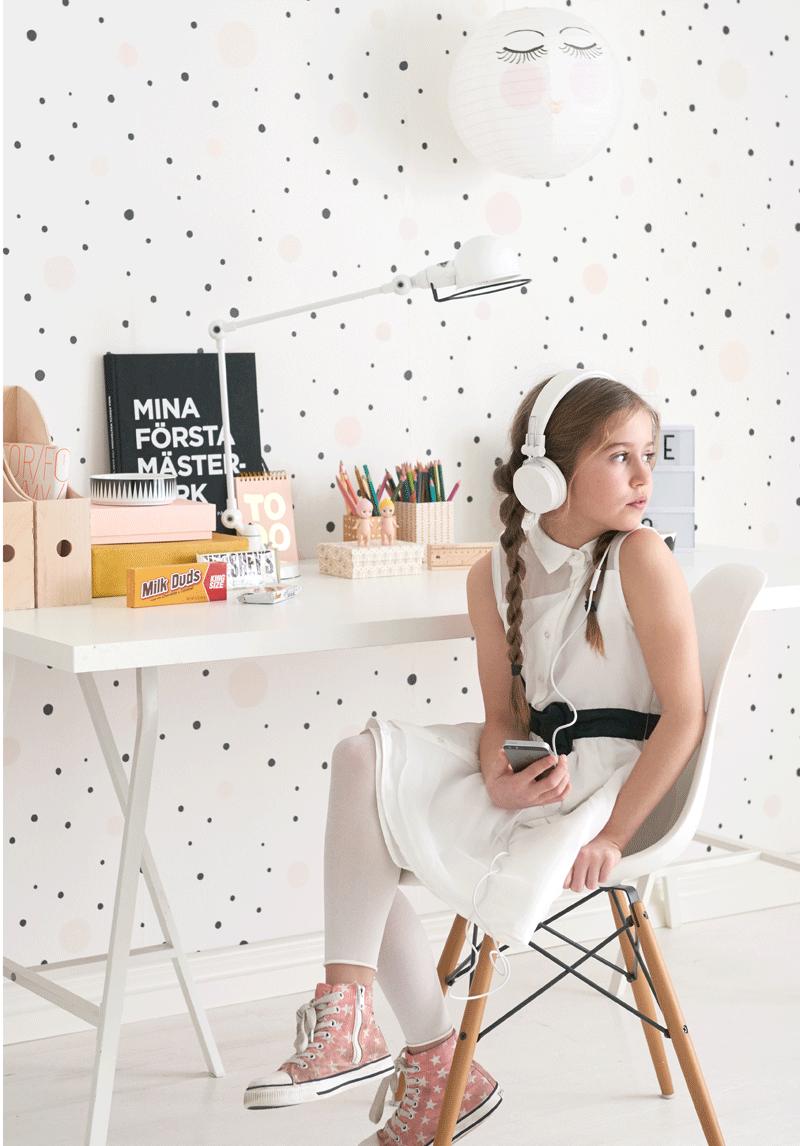 black dots wallpaper