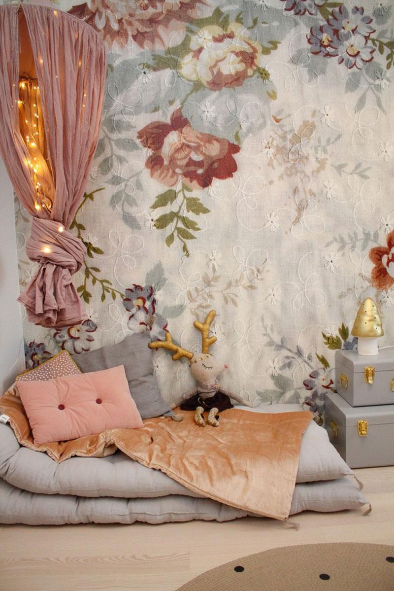 bog floral vintage style wallpaper