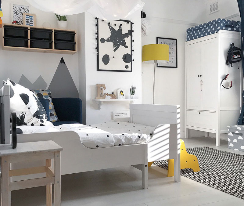 ETIENNE'S BRIGHT TODDLER'S ROOM WITH MOUNTAINS