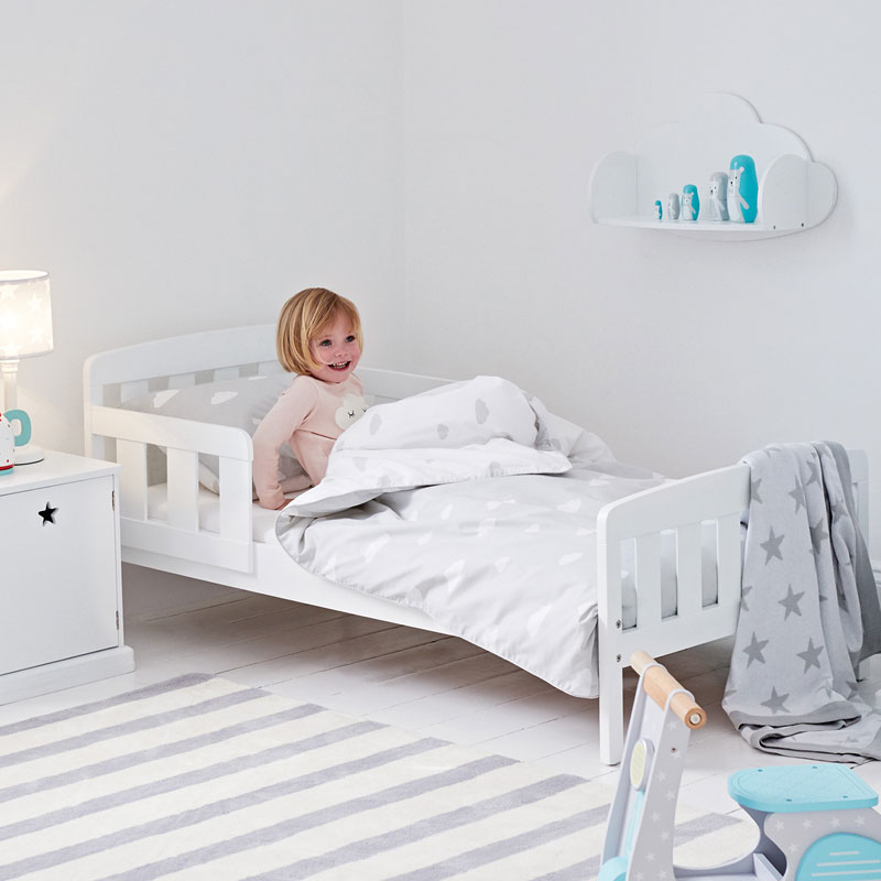 junior bed with side rail