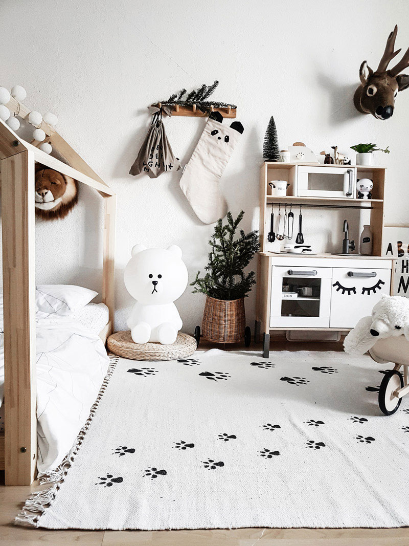 rug with paws prints