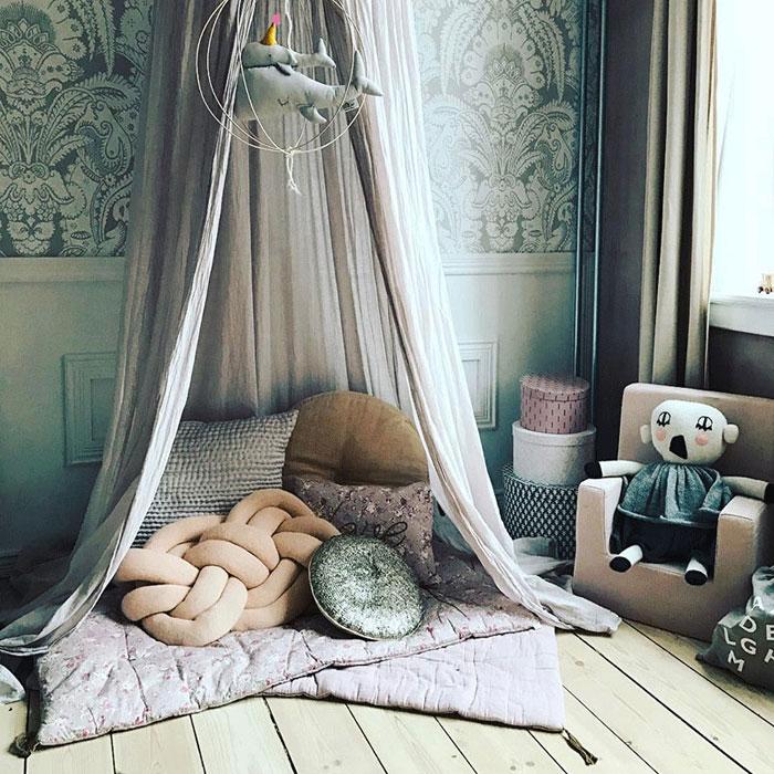комната для уединения мужа и жены фото элементом декора может
