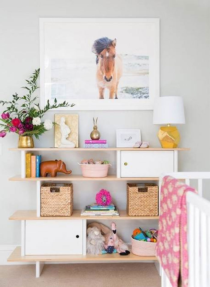 horse decor in girls' rooms