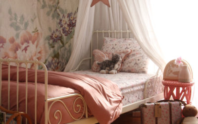 ROOMTOUR : SCARLETT'S DREAMY FLORAL ROOM WITH A VINTAGE FEEL
