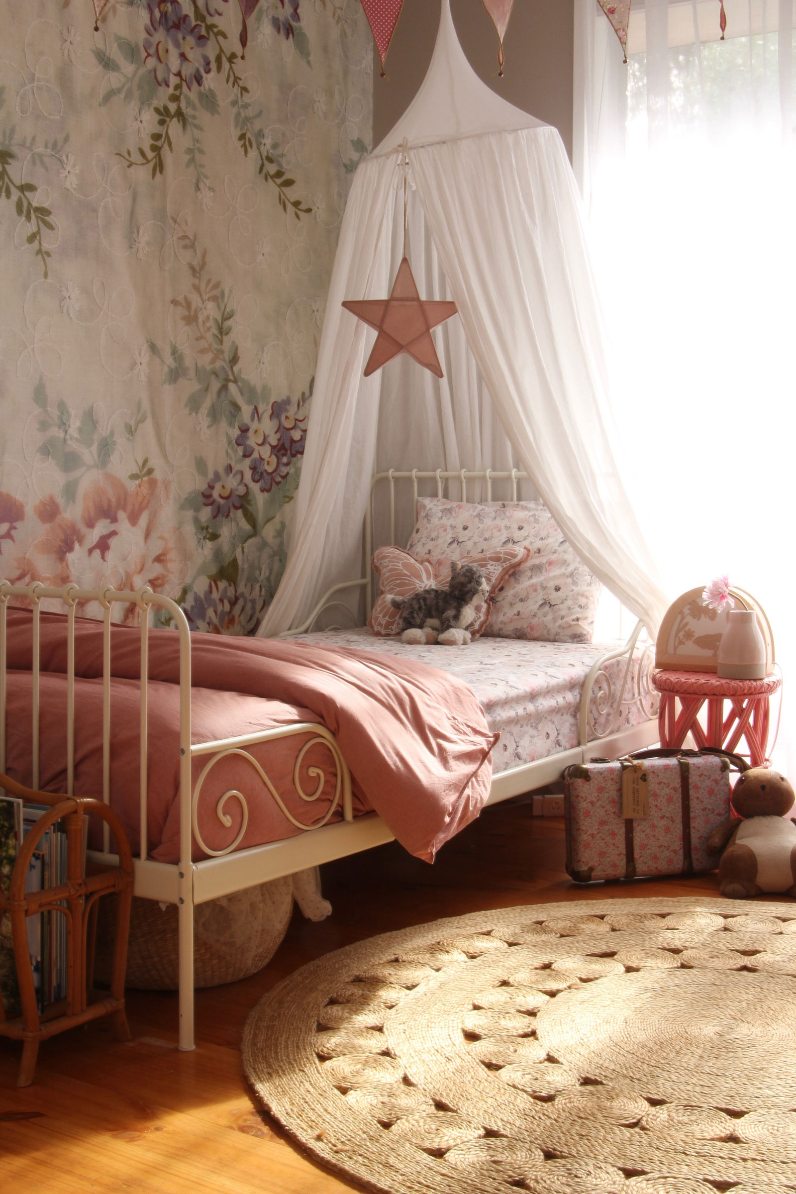 dreamy girl's room