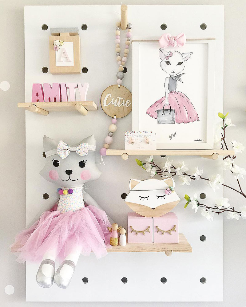 cat décor girl's room
