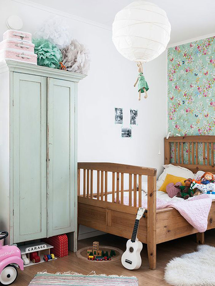 retro mint green kid's room