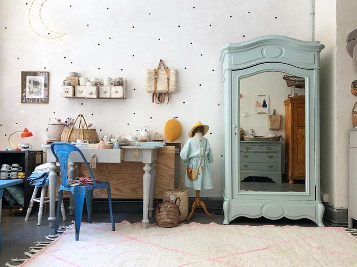 vintage mintgreen cupboard