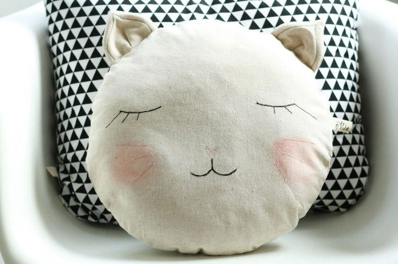 round cat pillow