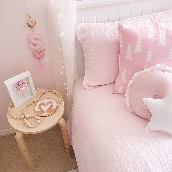 pink girls décor