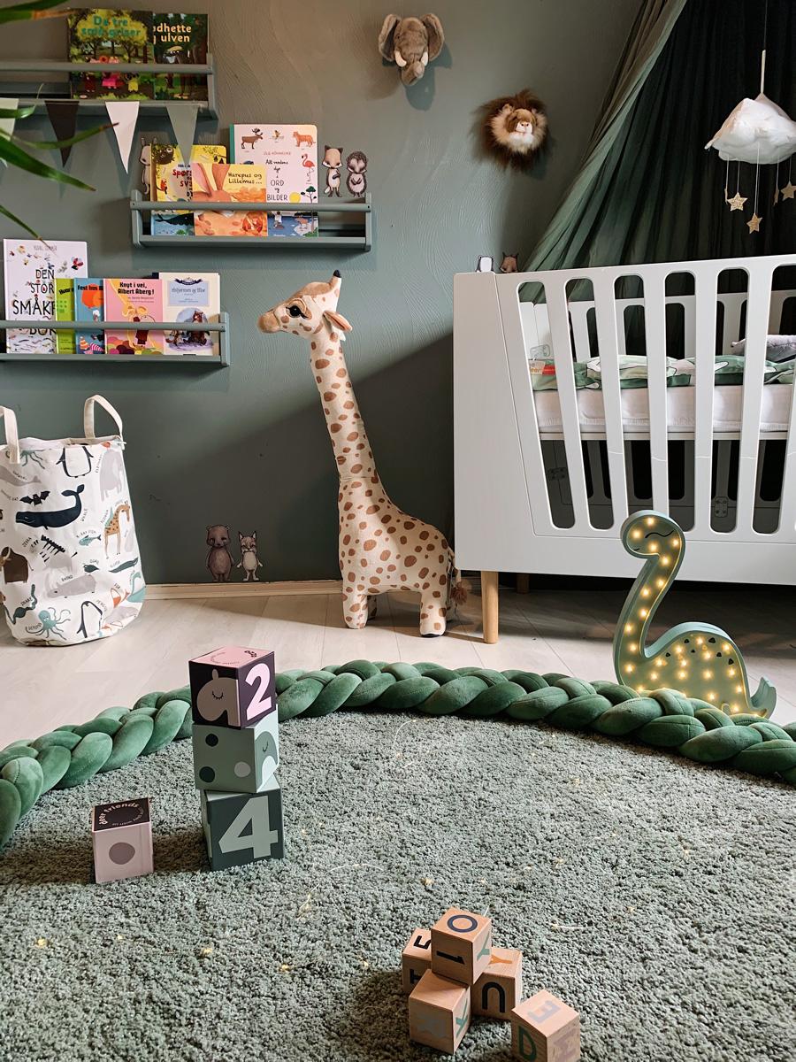 big giraffe plushtoy nursery