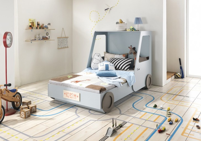 CARS AND TRAFFIC IN BOYS' ROOMS