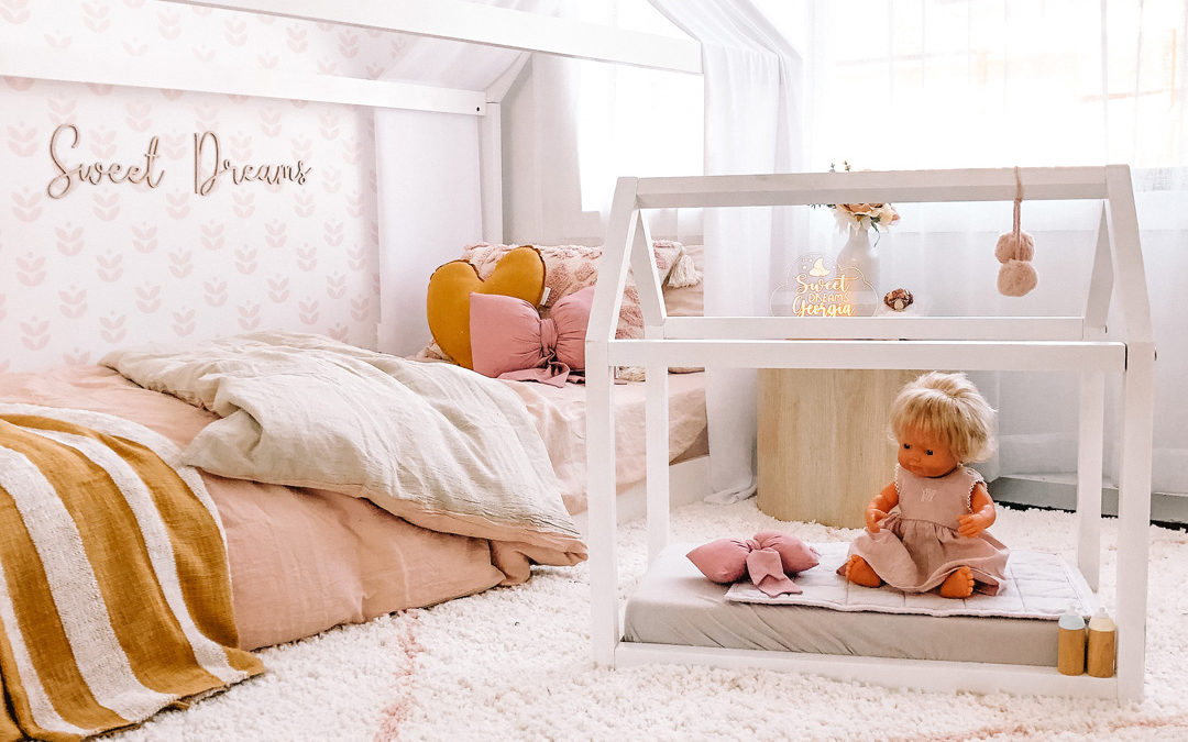 ROOMTOUR : GEORGIA'S SWEET AND PEACHY BEDROOM