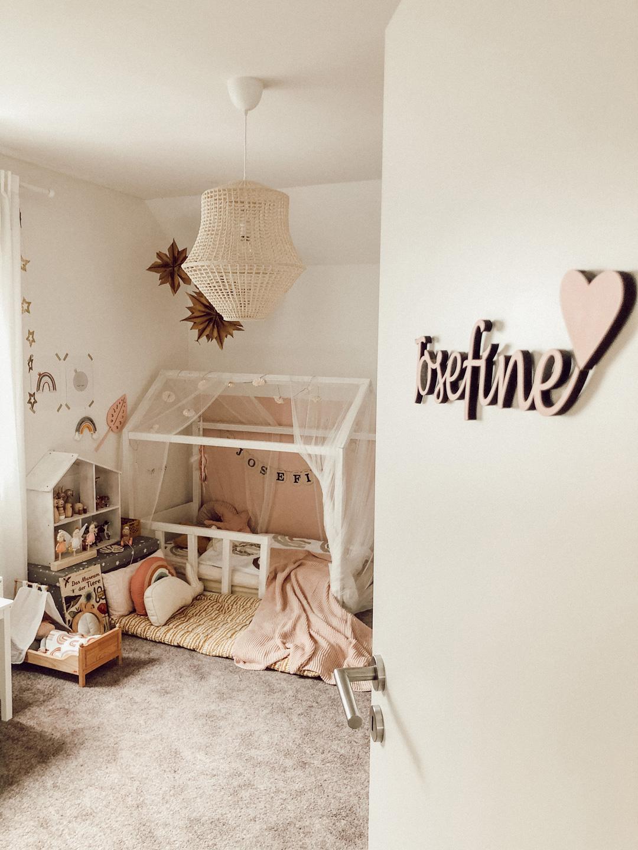 vintage boho girl's room