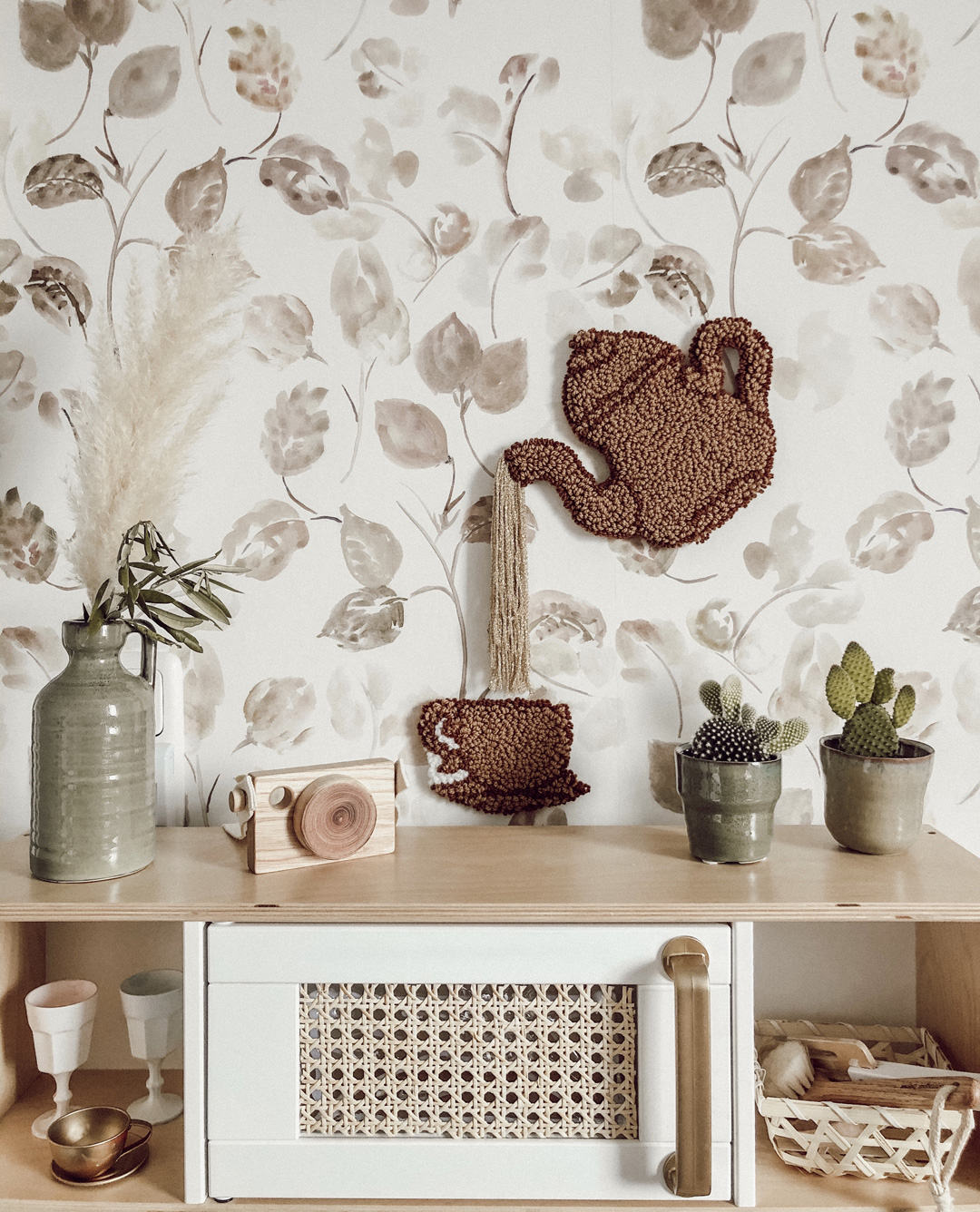 brown leafy wallpaper