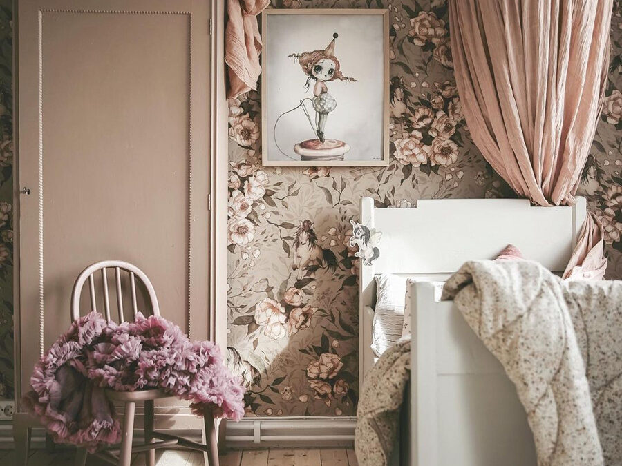 GIRLS' ROOMS WITH A FAIRYTALE FEEL