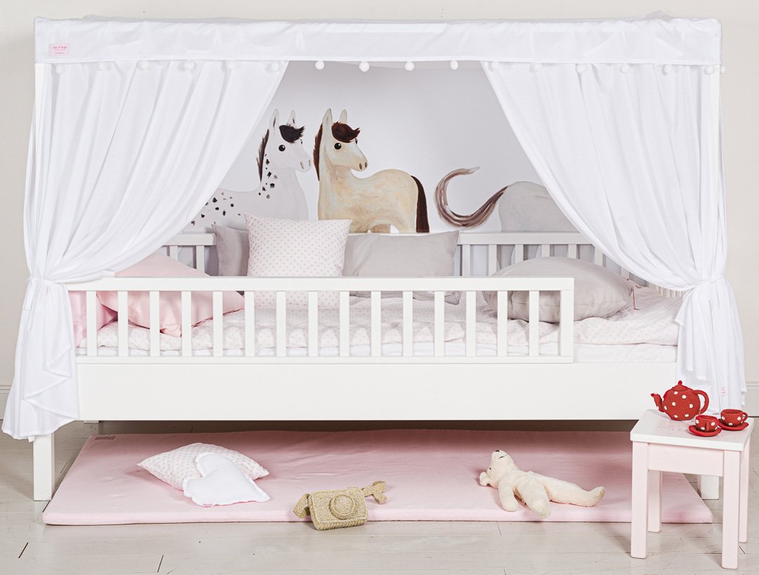 Isle of Dogs kids bed