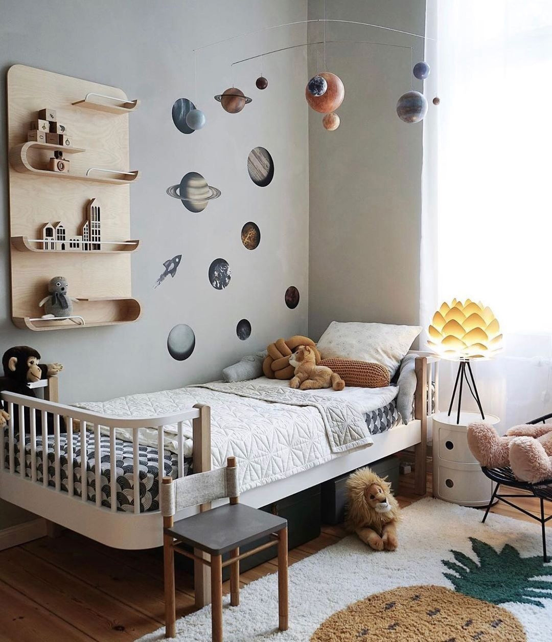 boy's rooms with planet stickers